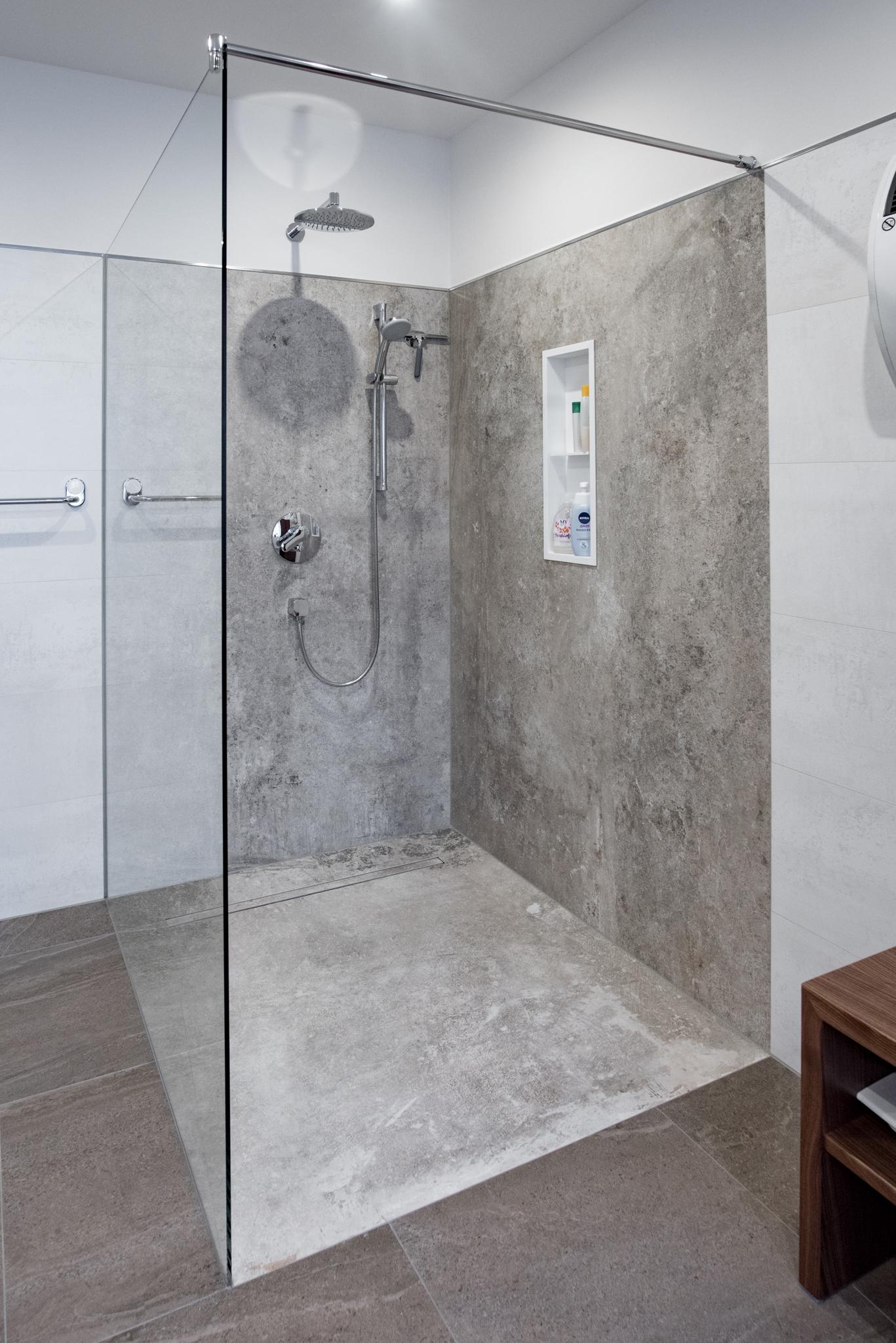 Badezimmer fliesen 47 wunderschone designs for Fliesen badezimmer design